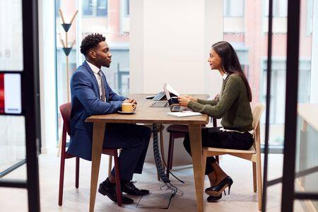 Businesswoman Interviewing Male Job Candidate In Meeting Room Zdjęcie Seryjne