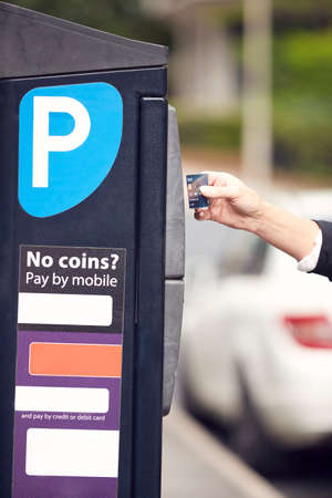 Close Up Of Businesswoman Making Contactless Payment For Car Parking At Machine With Card Archivio Fotografico
