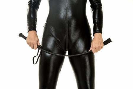 Fetish vrouw in latex met een zweep Stockfoto
