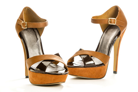 high heels shoe in brown suede and with platform sole;