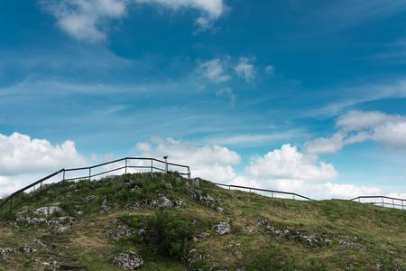 Teleskop in der alten befestigten Siedlung am Kalksteinberg, Polen