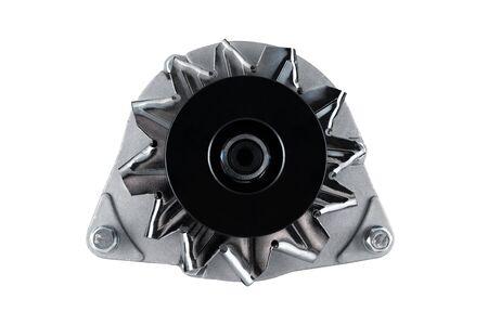 Alternator do maszyn rolniczych takich jak ciągnik czy kombajn umieszczony na na białym tle.