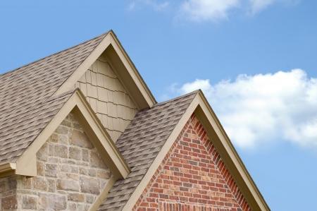 Drei Dachspitzen auf der jeweils anderen gestapelt Standard-Bild