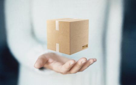 Box on hands, present or gift, shipping Standard-Bild - 111368783