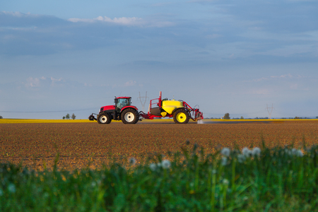 tractor working in field agriculture Stok Fotoğraf - 118783729