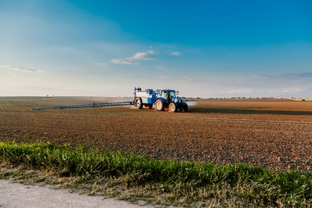 tractor working in field agriculture Stok Fotoğraf - 118783742
