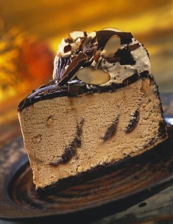 cream on cake: Rebanada de torta de almendra dulce de az�car del helado LANG_EVOIMAGES