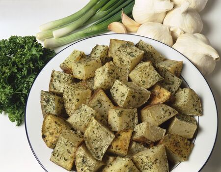 petroselinum sativum: Roast potatoes with parsley. garlic and spring onions