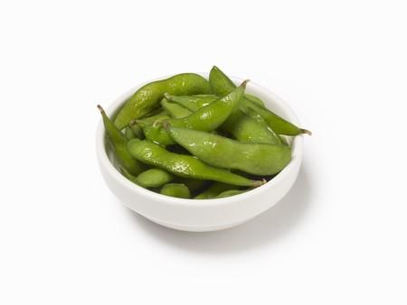 soya bean: Un plato de cocido vainas de haba de soja