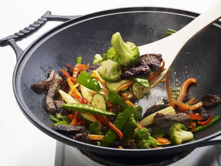 hobs: Sitr-fried vegetables with beef