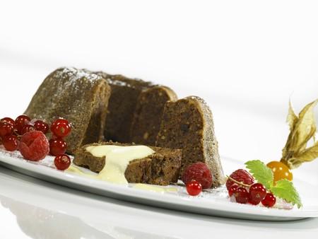 pumpernickel: Pumpernickel pudding with vanilla sauce