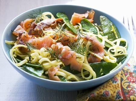 tout: Tagliatelle with smoked salmon, mange tout and lemon sauce LANG_EVOIMAGES
