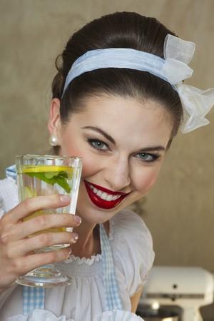soda pops: A retro-style girl holding a glass of lemonade LANG_EVOIMAGES