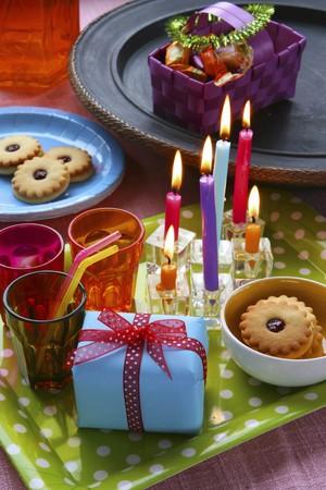 jam biscuits: Torte di compleanno, candele e marmellata biscotti