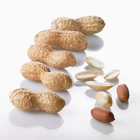 shelled: Shelled and unshelled peanuts
