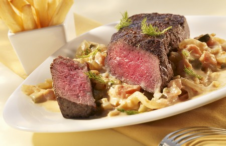 foeniculum vulgare: Pepper steak with a creamy fennel medley