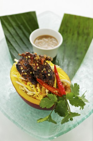 peanut sauce: Mango and quail salad with coriander and peanut sauce (Asia)