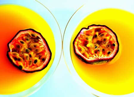 champers: Summerstar Martinis with passion fruit and champagne (seen from above)