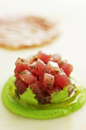 tunafish: Tuna tartar with mushy peas
