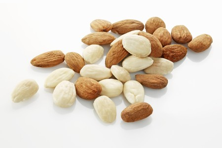 shelled: Shelled almonds