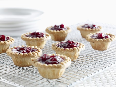 vaccinium macrocarpon: Cranberry tartlets on a wire rack