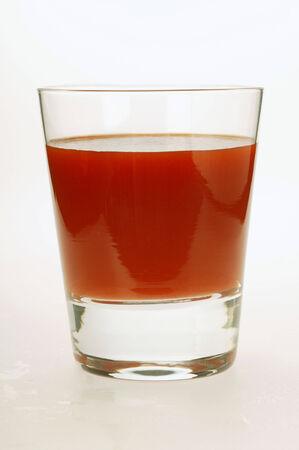 jugo de tomate: Jugo de tomate en vidrio
