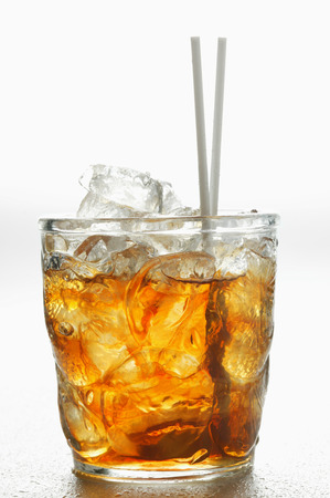 iced tea: Iced tea in glass with straws