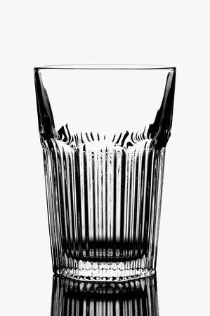 acqua bicchiere: Bicchiere d'acqua vuota in bianco e nero LANG_EVOIMAGES