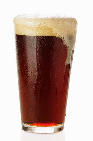 schwarzbier: Dunkles Bier im Glas, �bersch�umen