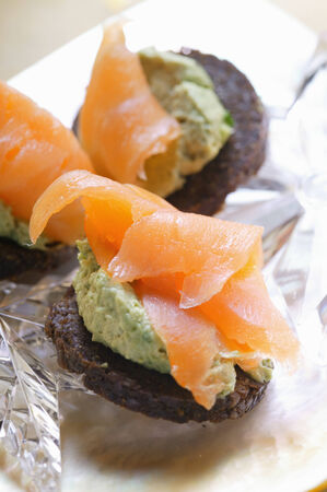 pumpernickel: Pumpernickel rounds with salmon LANG_EVOIMAGES