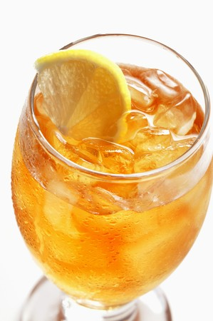 iced tea: A glass of iced tea with lemon