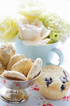 blueberry muffin: Almond macaroons & blueberry muffin in front of bouquet