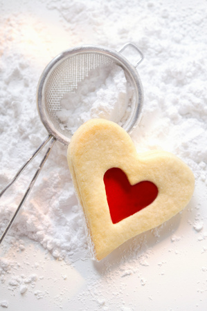 jams: Sweet pastry heart with raspberry jam on icing sugar LANG_EVOIMAGES