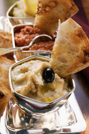 several breads: Three spicy dips with toasted white bread LANG_EVOIMAGES