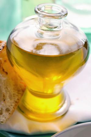 pain blanc: L'huile d'olive et du pain blanc