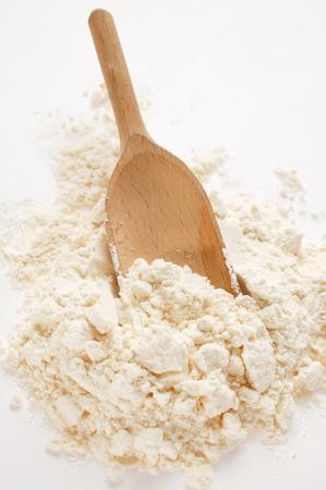 wooden scoop: Flour with wooden scoop LANG_EVOIMAGES