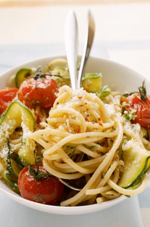 Spaghetti with cherry tomatoes and courgettes LANG_EVOIMAGES