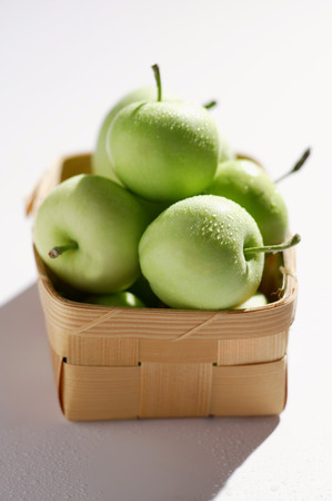 granny smith: Granny Smith apples in chip basket LANG_EVOIMAGES