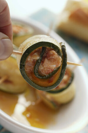 cocozelle: Courgette rolls with mozzarella and tomato filling