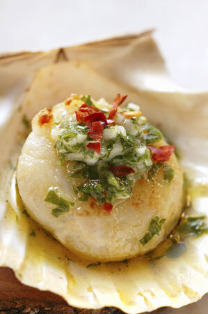 petroselinum sativum: Scallop with olive oil, garlic and parsley LANG_EVOIMAGES