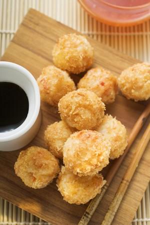 hoisin: Breaded shrimp balls with hoisin sauce (Asia)