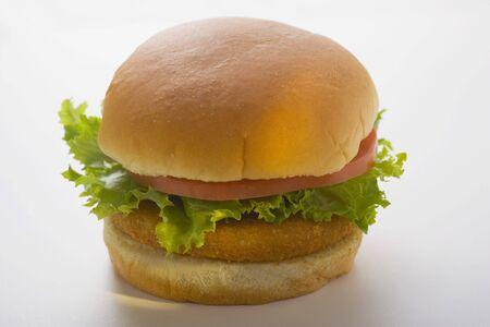 hamburguesa de pollo: Hamburguesa de pollo con tomate y lechuga LANG_EVOIMAGES