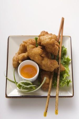nuggets de poulet: Nuggets de poulet asiatiques avec de la sauce � l'abricot