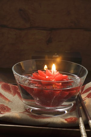 ignited: Asian table decoration: floating flower candle LANG_EVOIMAGES