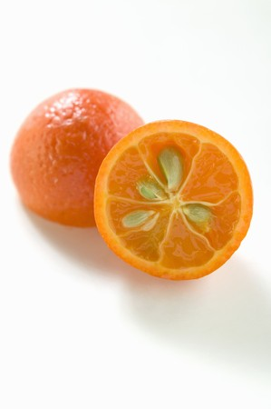 pips: Kleine oranje, gehalveerd, met pitten LANG_EVOIMAGES