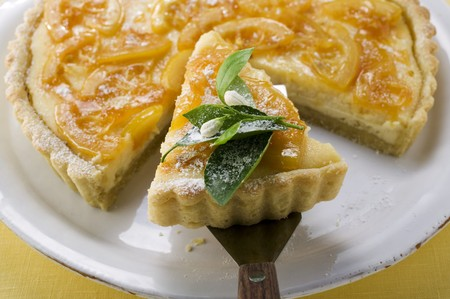 orange tart: Orange tart, partly sliced, with slice on server LANG_EVOIMAGES