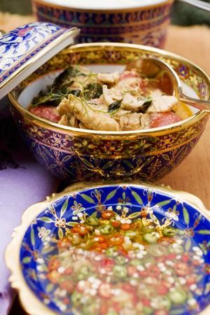 chicken curry: Chilischoten in Fischsauce und H�hnchencurry (Thailand)