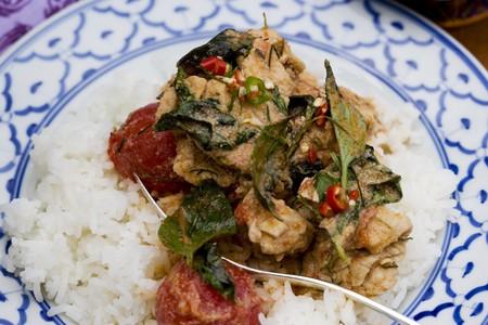 chicken curry: H�hnchencurry mit Reis (Thailand)