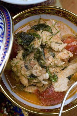 chicken curry: H�hnchencurry mit Thai-Basilikum (Thailand)