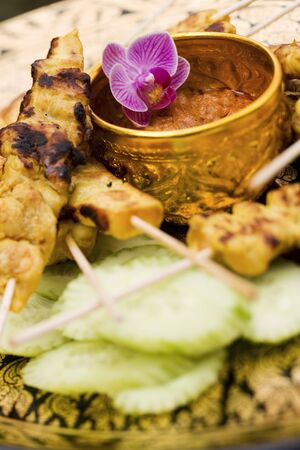 peanut sauce: Saté with peanut sauce and cucumber (Thailand) LANG_EVOIMAGES